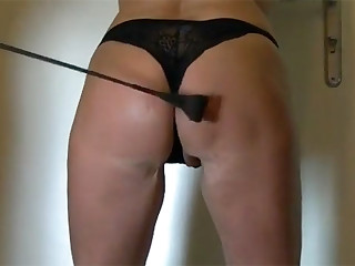 These homemade exercises seem very insecure and inexperienced, but they are not. Take a closer look and you can see the scars on the ass and thighs of this submissive.