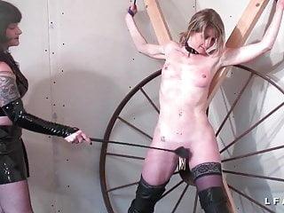 Milf francaise aux petits seins grave corrigee BDSM